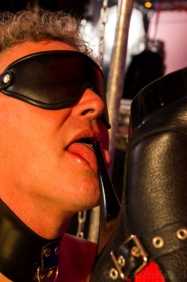 laarzen likken bootlick Mrs Kate House of SubMission Den Haag